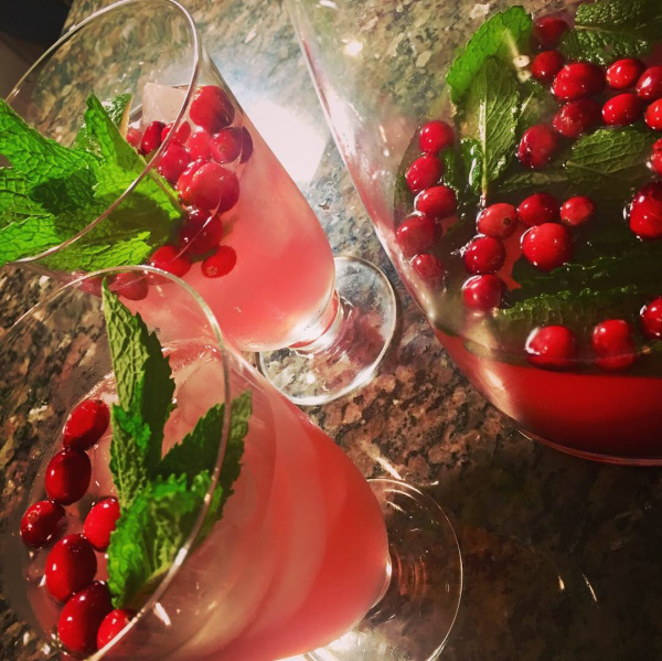 Cranberry Lime Vodka Mojitos